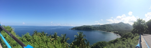 pemandangan menyusuri Pantai Senggigi